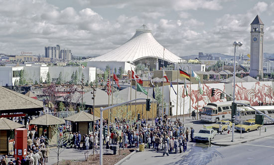 Crowds gathering at Red Gate entrance, Record Series, Photographs, Spokane City Planning Department EXPO'74 Photographic Collection, Washington State Archives, Digital Archives.