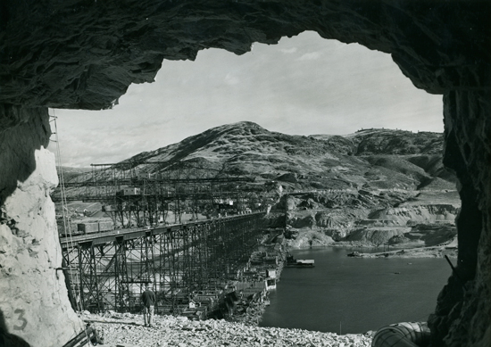 Grand Coulee Dam Construction, BLM 3000 Series, State Library Photograph Collection, 1851-1990.