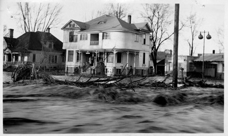Flood Waters Rising in Residential Area of Walla Walla, Walla Walla Flood Control Commission Photographs, 1931, Washington State Archives, Digital Archives.